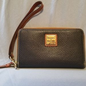 Dooney & Bourke Pebble Leather Zip around wallet